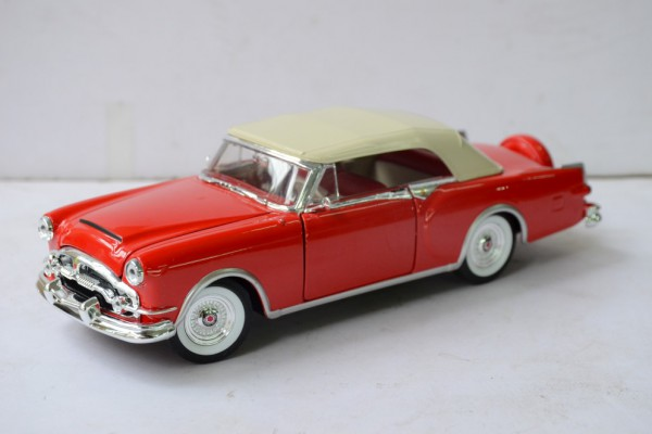 1953 Packard Caribbean mui kín 1:24 Welly