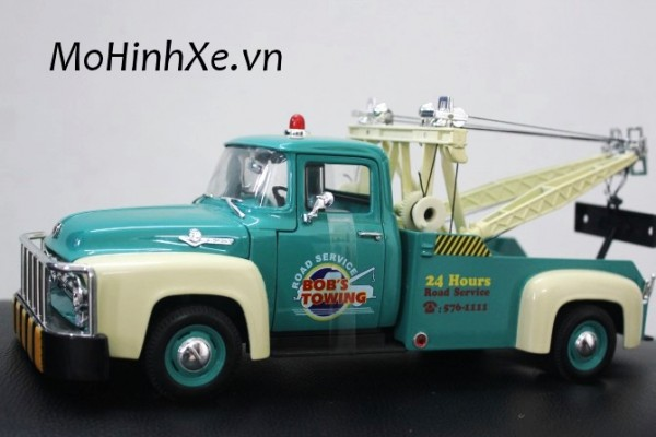 1956 Ford F-100 Tow Truck 1:18 Welly