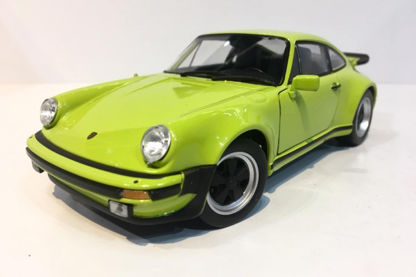 1974 Porsche 911 Turbo 3.0 1:24 Welly-Fx