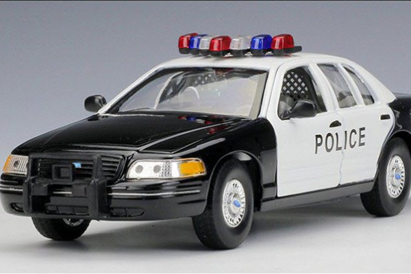 1999 Ford Crown Victoria Police 1:24 Welly