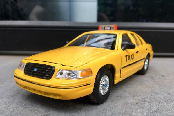 1999 Ford Crown Victoria Taxi 1:24 Welly