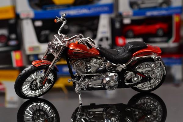 2014 Harley-Davidson CVO Breakout 1:12 Maisto