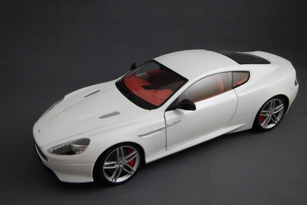 Aston Martin DB9 Coupe 1:18 Welly-FX