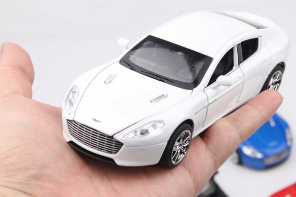 Aston Martin Rapide 1:32 Hãng khác