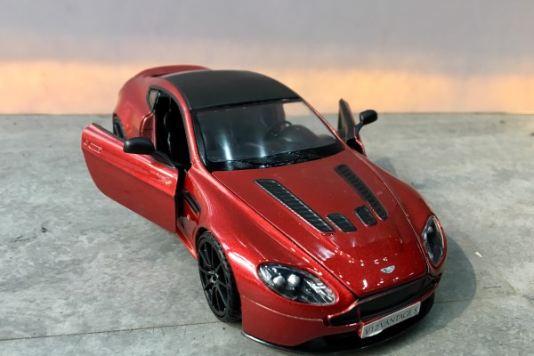 Aston Martin V12 Vantage S 1:24 Motormax