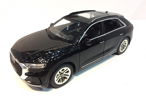 Audi Q8 1:24 Hãng Khác