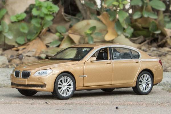 BMW 750Li 1:32 Sheng Hui