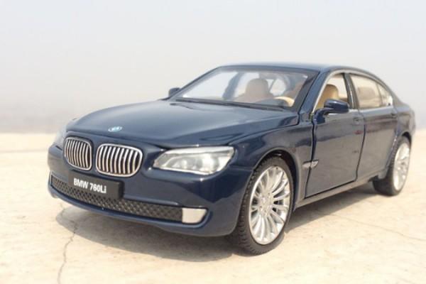 BMW 760Li 1:32 MSZ