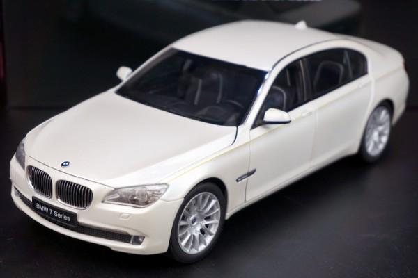 BMW 760Li (F02) 1:18 Kyosho