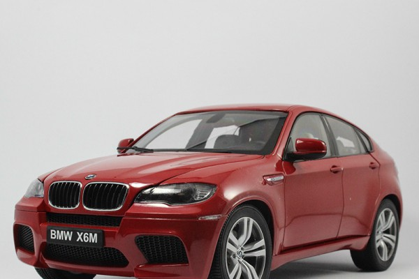BMW X6M 1:18 Kyosho