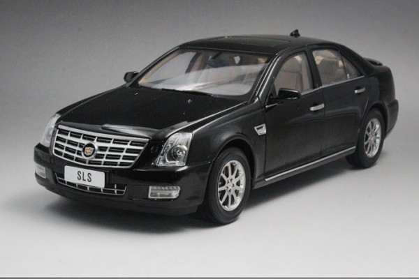 Cadillac SLS 1:18 Dealer