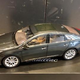 Cadillac XTS 1:18 Dealer