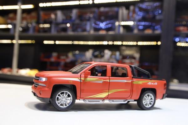 Chevrolet Silverado 1:32 Hãng khác