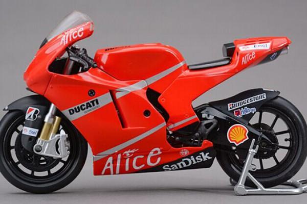 Ducati Desmosedici No.33 1:12 NewRay