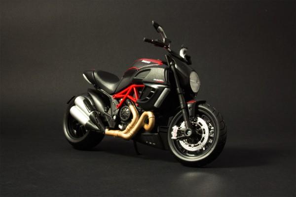 Ducati Diavel Carbon 1:12 Maisto