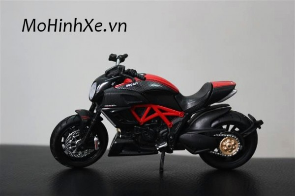 Ducati Diavel Carbon 1:18 Maisto