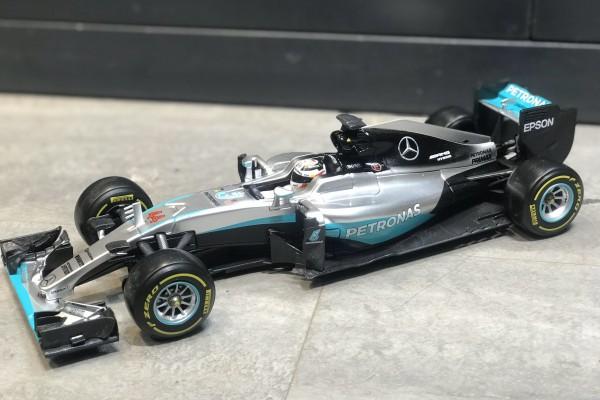 F1 Mercedes W07 Hybrid Lewis Hamilton 1:18 Bburago