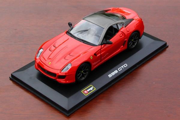 Ferrari 599 GTO 1:32 Bburago