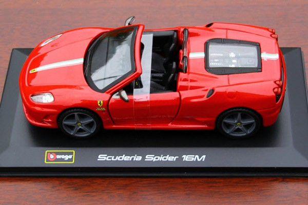 Ferrari Scuderia Spider 16M 1:32 Bburago