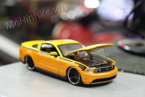 Ford Mustang 2011 1:24 Maisto
