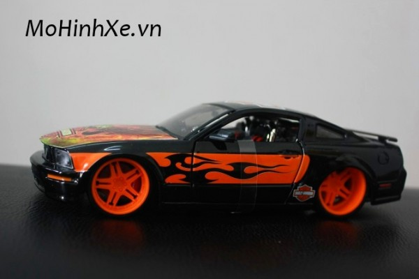 Ford Mustang GT 2006 1:24 Maisto