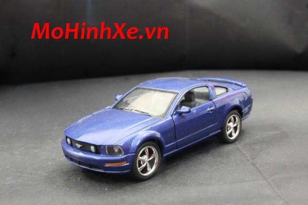 Ford Mustang GT 2006 1:36 Kinsmart