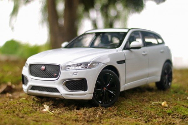 Jaguar F-Pace 1:24 Welly