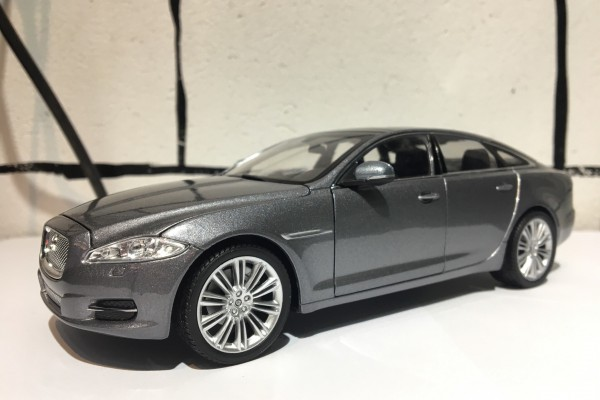 Jaguar XJ 2010 1:24 Welly