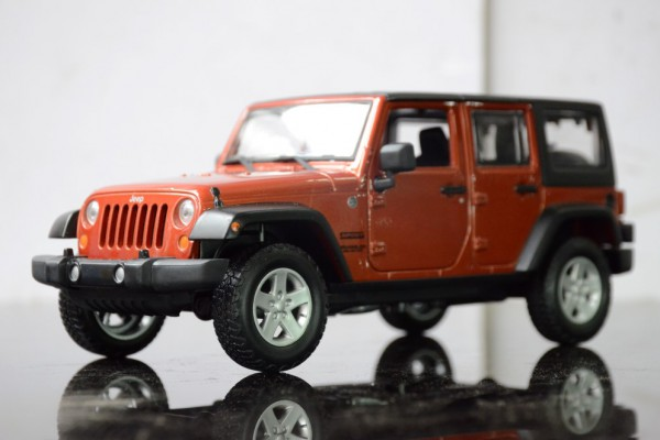 Jeep Wrangler Unlimited 2015 1:24 Maisto