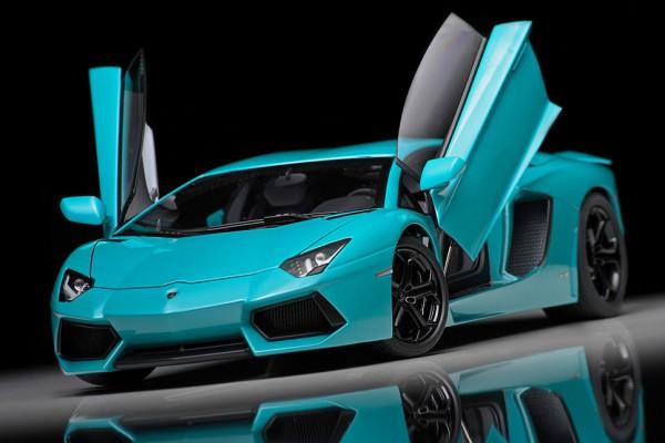 Lamborghini Aventador LP700-4 1:18 AUTOart