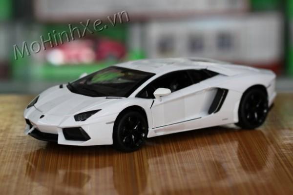 Lamborghini Aventador LP700-4 1:18 Rastar
