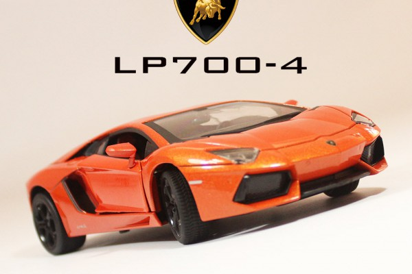Lamborghini Aventador LP700-4 1:24 MZ