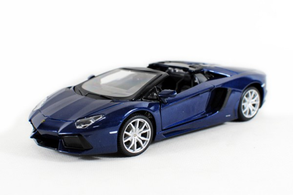 Lamborghini Aventador LP700-4 Roadster 1:24 Maisto