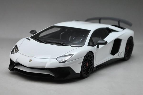 Lamborghini Aventador LP750-4 SV 1:18 Kyosho