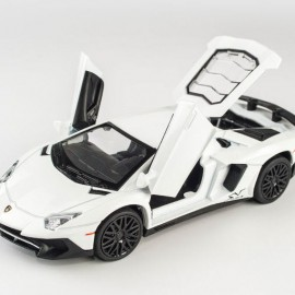 Lamborghini Aventador LP750-4 SV 1:32 Mini Auto