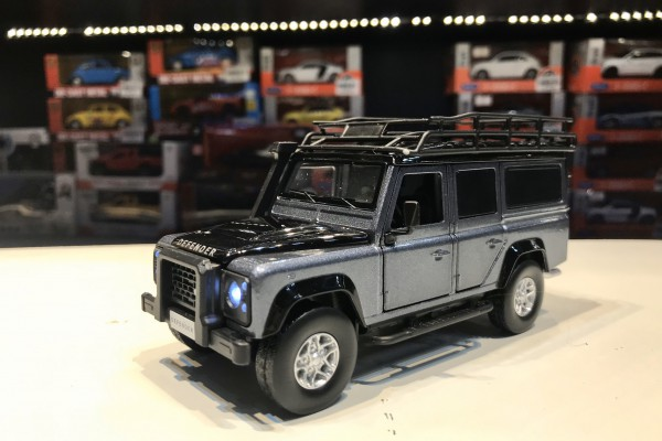 Land Rover Defender 1:32 Jackiekim