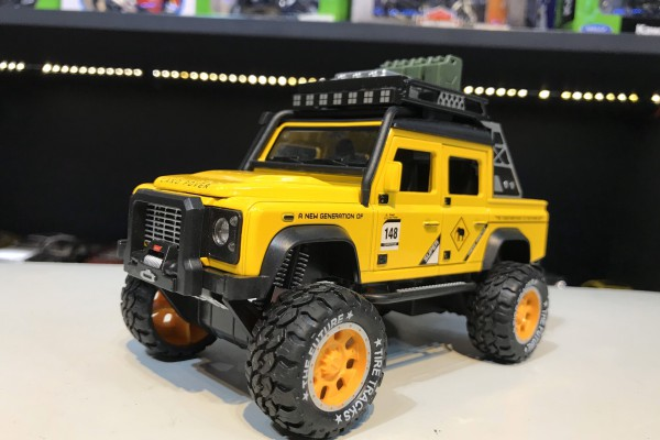 Land Rover Defender Pick-Up Off-Road 1:32 Hãng khác