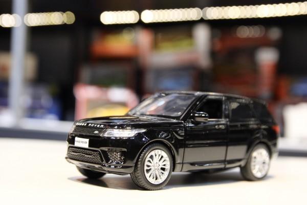 Land Rover Range Rover Sport 1:32 Jackiekim