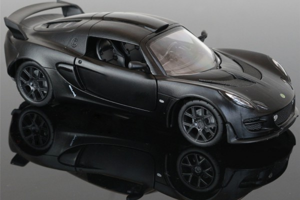 Lotus Exige Scura 1:32 MSZ