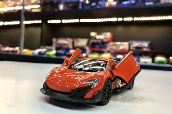 McLaren 675LT 1:36 Welly