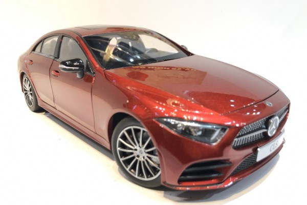 Mercedes-Benz CLS500 AMG 1:18 iScale