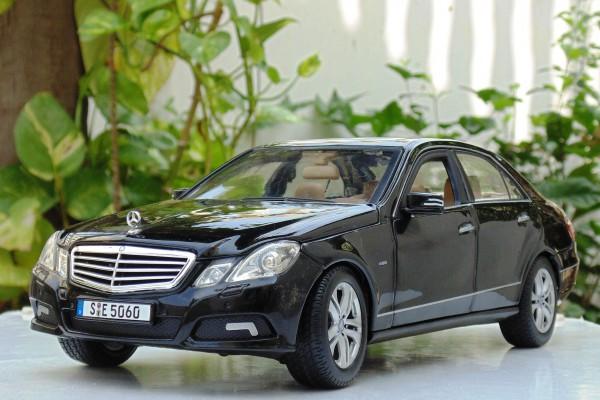 Mercedes-Benz E-Class 1:18 Maisto