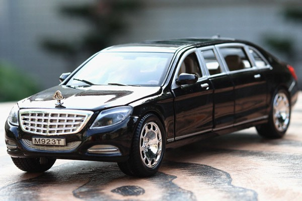 Mercedes-Benz Maybach S600 Pullman 1:24 XLG