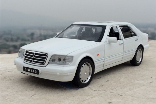 Mercedes-Benz S-Klasse W140 1:32 Mini Auto