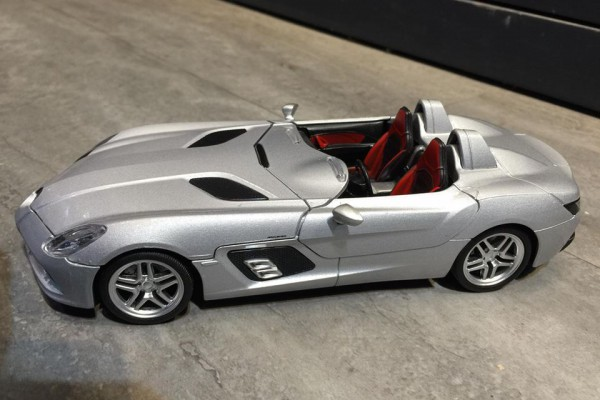 Mercedes-Benz SLR Stirling Moss 1:24 MSZ