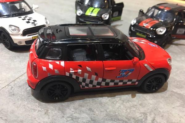 Mini Cooper S Countryman 1:32 TY Models