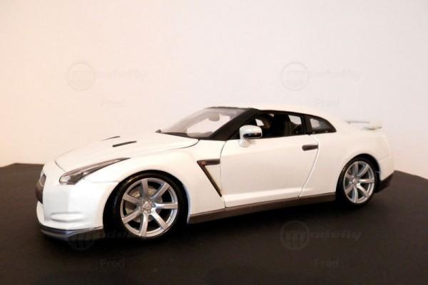 Nissan GT-R 1:18 Bburago