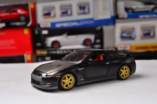 Nissan GT-R 1:24 Maisto