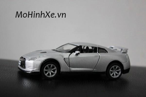 Nissan GT-R R35 1:36 Kinsmart
