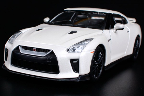 Nissan GT-R 2017 1:24 Bburago